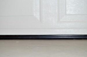 CLOPAY GARAGE DOOR SEAL (2)